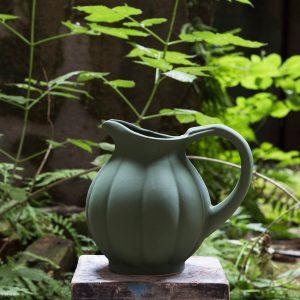 Pichet citrouille vert mousse de la Manufacture de Digoin, grès et poterie, maison et objet