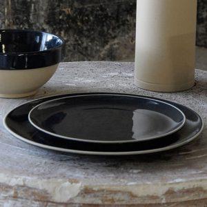 Service d'assiette complet en grès naturel de Digoin couleur bleu nuit