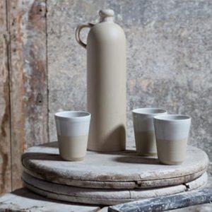 Gobelet blanc et cruchon à anse en grès naturel de la Manufacture de Digoin
