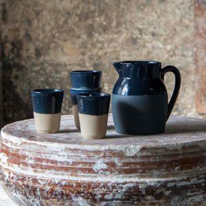 Gobelet et pichet d'eau en grès naturel Bleu fabriqué en France dans les atelier de La Manufacture de Digoin