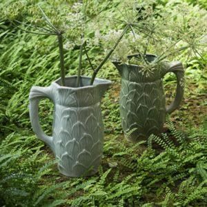 La nature est bien faite et les pichet feuille de la Manufacture de Digoin aussi, idéal pour vos boisson ou en décoration d'intérieur