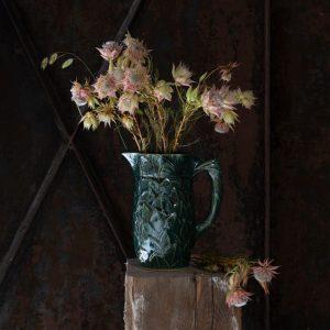 Pichet d'eau original au motif de feuille, idéal pour vos boisson ou en décoration, fabriqué en France