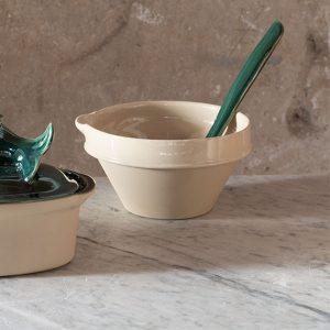 Terrine à bec en grès naturel, utilisé autre fois pour fabriqué le beurre ou des terrines maison