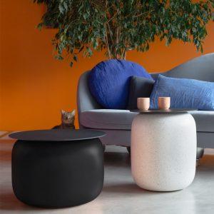 Table basse du designer Alain Gilles en association avec la Faïencerie de Charolles et Fermob