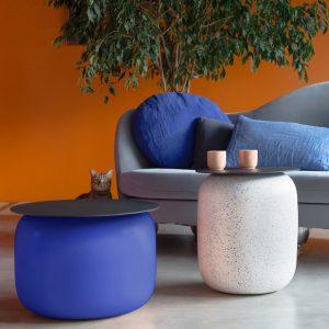 Lot de tables basse bleu indigo en Faïence de Charolles avec un plateau carbone