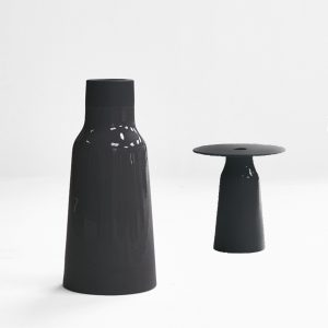 Petite table avec vase en céramique noir de Charolles